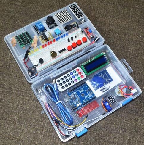 недорогой стартовый набор деталей датчиков и исполнительных уствройств с Arduino UNO в удобном пластиковм кейсе
